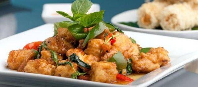 Dit gerecht wordt geserveerd in het thais restaurant, maar daar is het nog pikanter. ik vind het zalig op de iets minder pikante manier. echt om te smullen,...