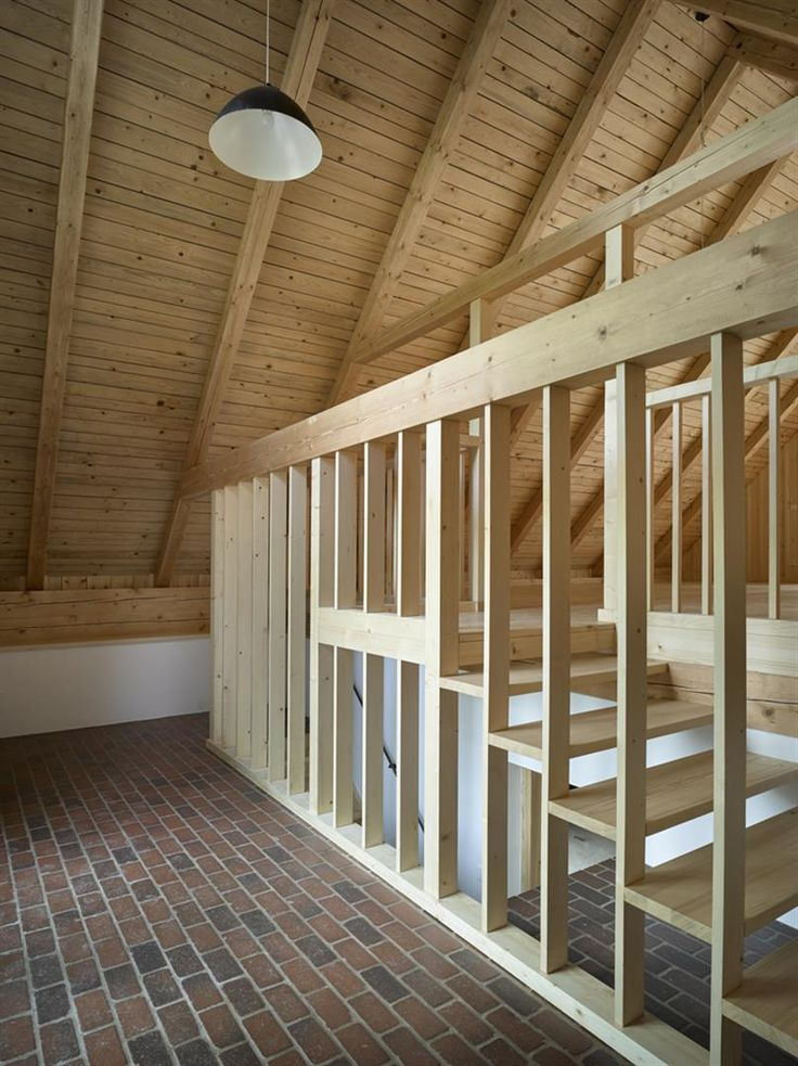 Rekonstrukce roubenky: uvnitř je teď wellness, sauna, bazének a spousta prostoru pro tři rodiny - Aktuálně.cz