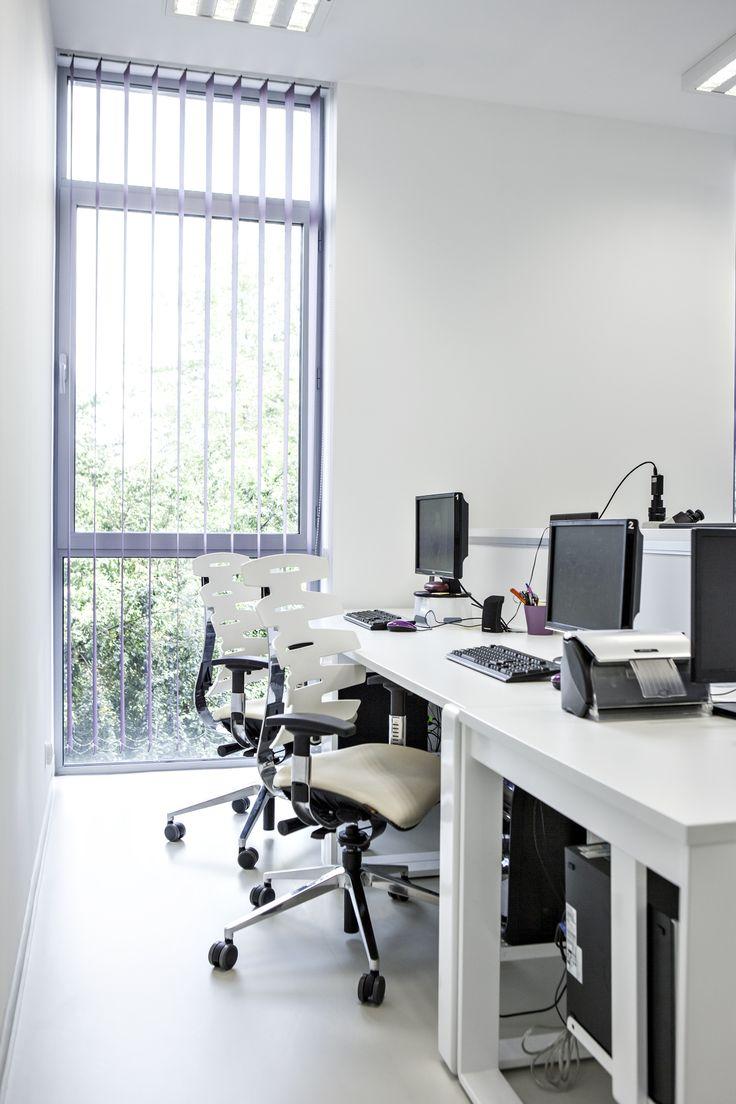Laboratorium Klinika | Parens. Białe fotele SITAGWAVE