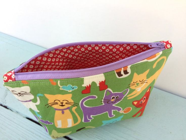 My Favorite Zipper Pouch {tutorial}  - Tutorial with tabs on the end of the zipper to reduce bulk