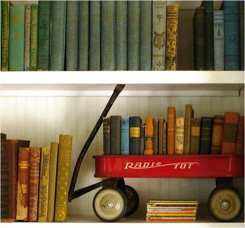 .: Bookshelves, Little Red, Vintage Book, Red Wagon, Book Shelves, Bookshelf Ideas, Children Book, Kids Rooms, Radios Flyers