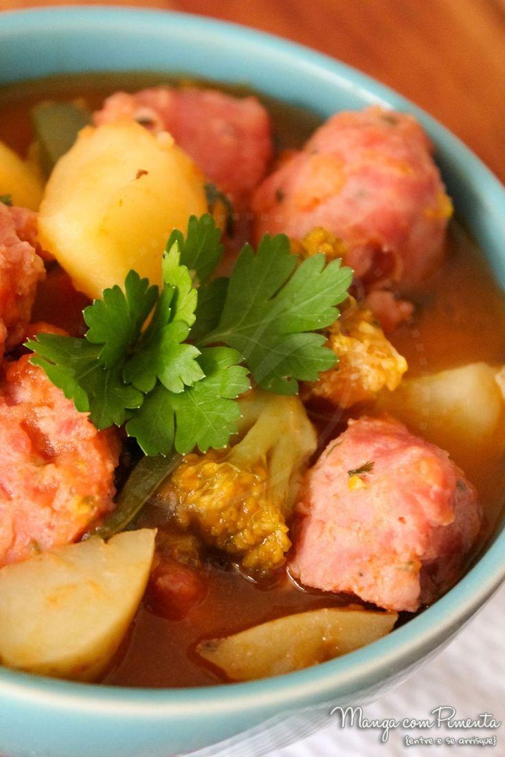 Linguiça com Legumes e Molho de Tomate, para ver a receita, clique na imagem para ir ao Manga com Pimenta.