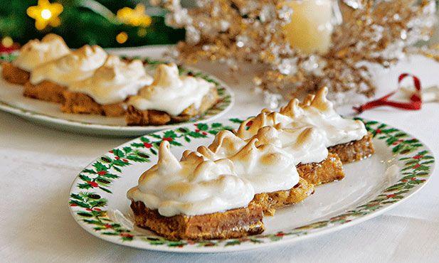 Podemos associar estas fatias merengadas ao Natal, uma vez que a base são as típicas fatias douradas.