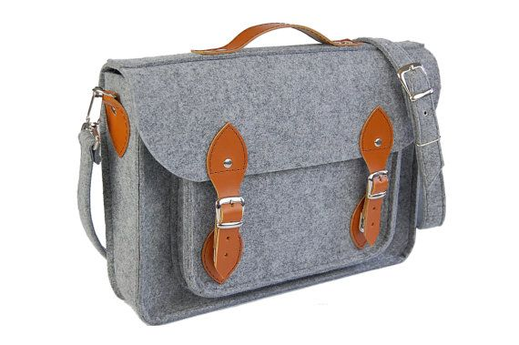 Etoi Original 15 is an exclusive felt bag, satchel dedicated for laptops 15. This beautiful and unique bag can be casual, messenger, document or