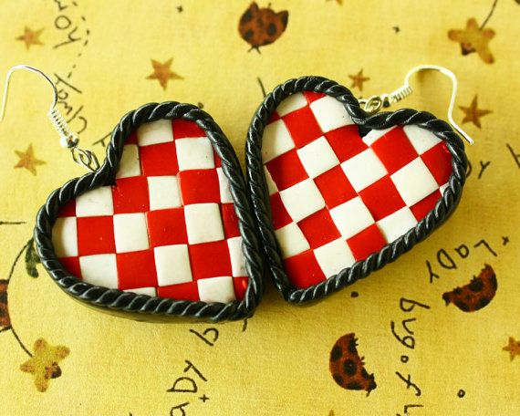 Queen of hearts earrings red/black/white by TinkyPinky on Etsy