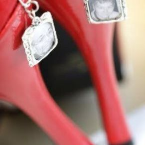 photo charms on your shoes honor deceased loved ones at your wedding | InkedWeddings.com
