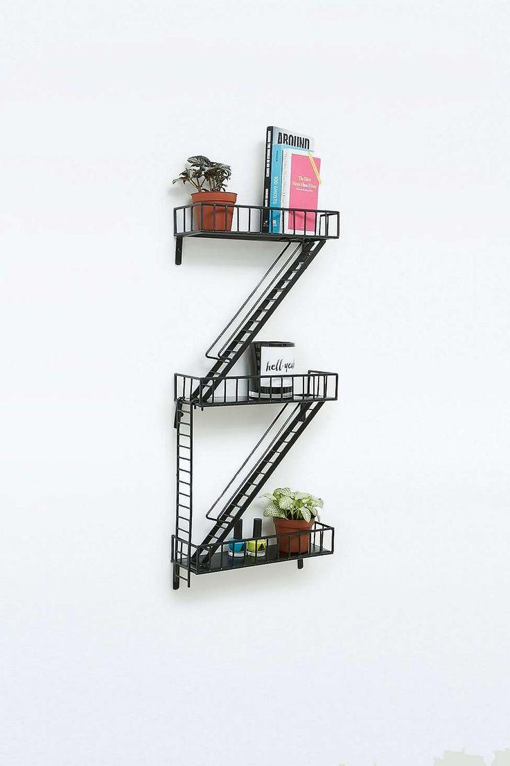 Étagères style escalier de secours Urbanoutfitters