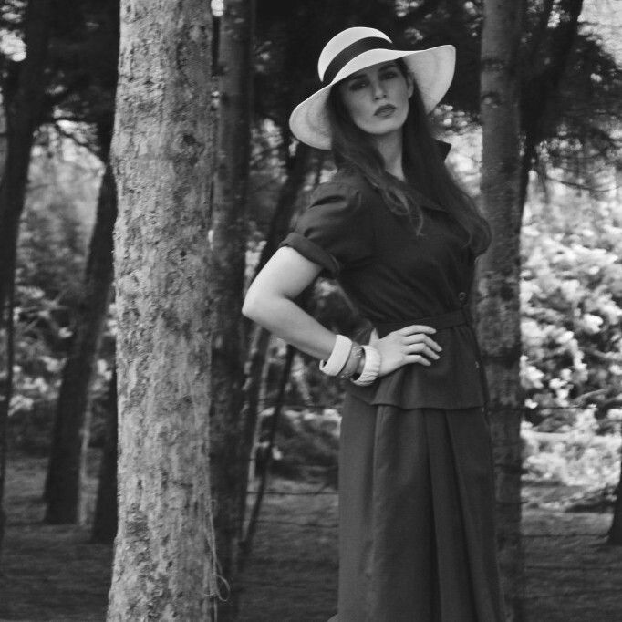 A lady  classic Panama hat with a vintage dress. #ecuaandino #ecuaandinohats #vintage