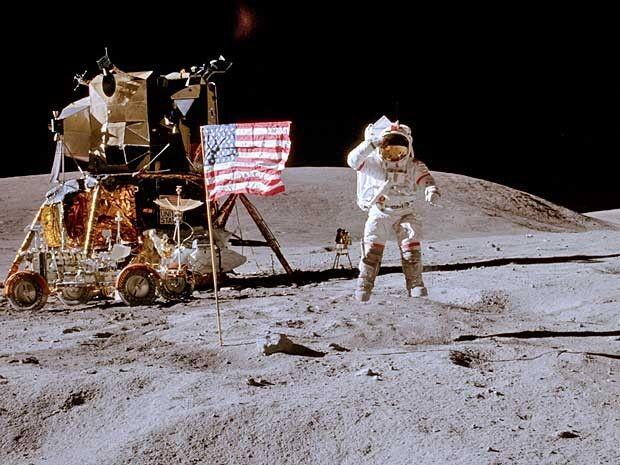 Liberte Sua Mente: É possível ver a bandeira americana na Lua?