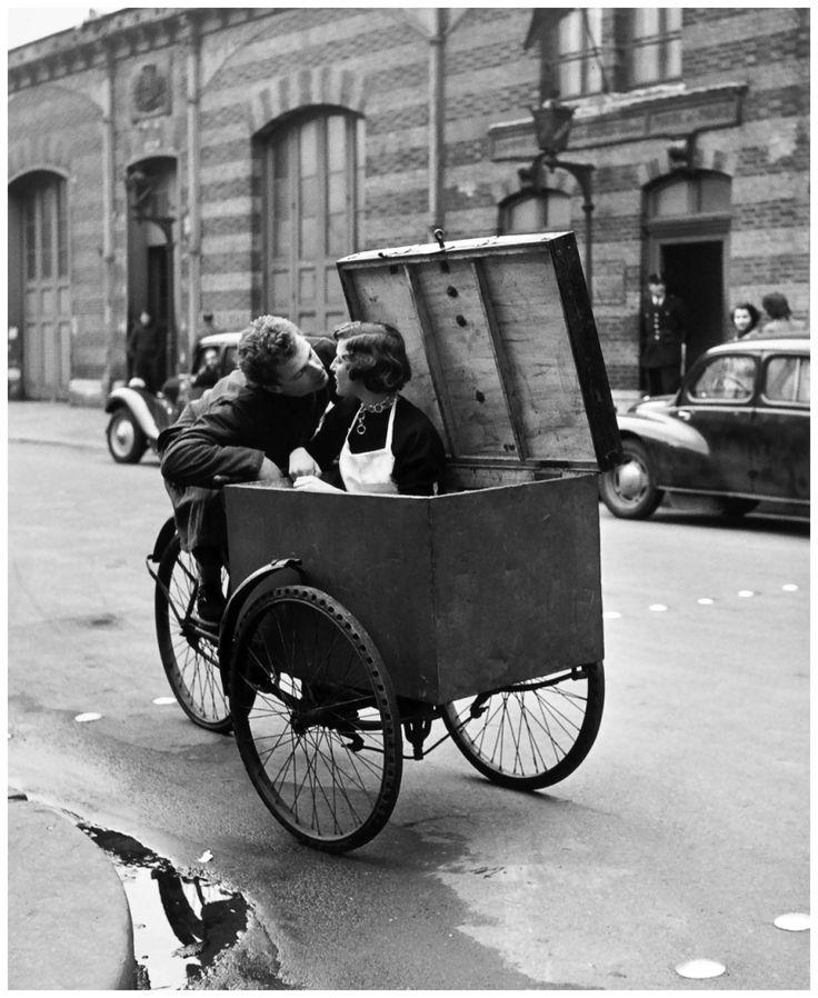 Robert Doisneau (1912 - 1994) - Le Baiser Blotto, 1950