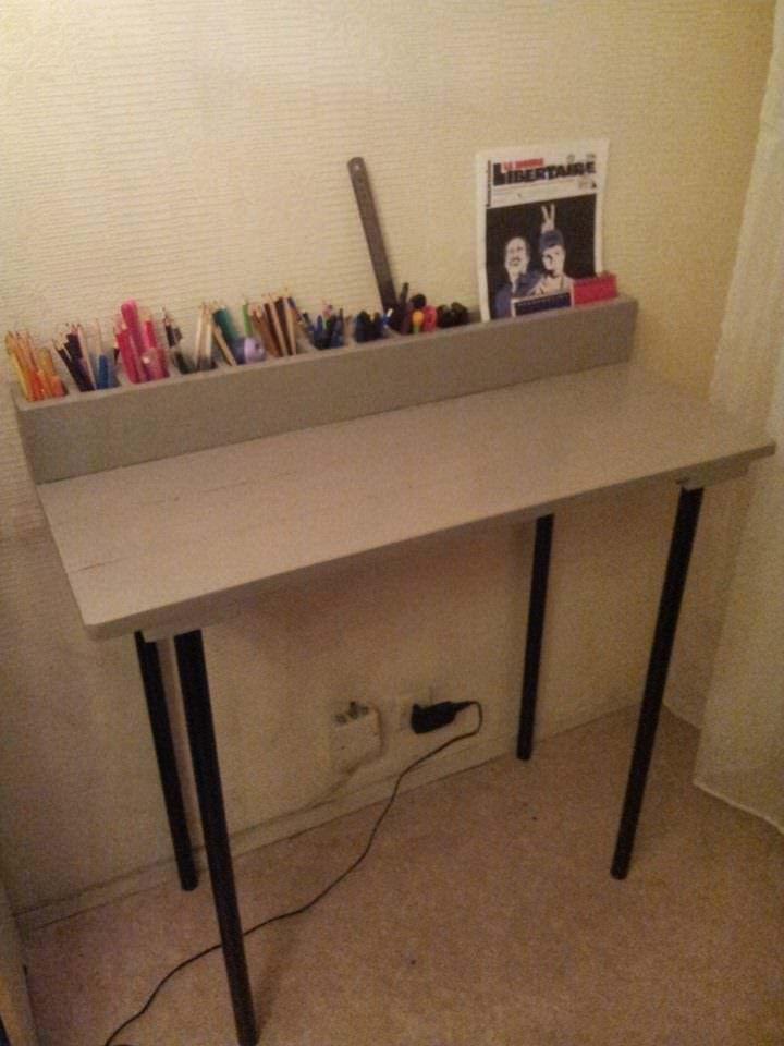 meuble ordinateur portable en palette pallet laptop desk. Black Bedroom Furniture Sets. Home Design Ideas