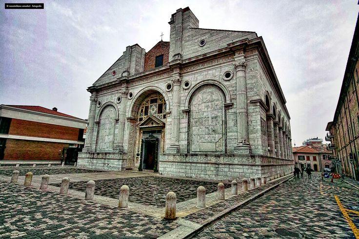 https://flic.kr/p/CpXK95 | tempio | una bella camminata a Rimini Sigma SD1 Merril + EX 10-20 f.4-5,6