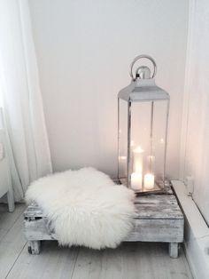 10 ideas para disfrutar de tu hogar en invierno  #hogar #decoración #home #deco #invierno #frío #nórdico #escandinavo #velas #farol #candles #alfombra #pelo #palets www.hogardiez.com.es