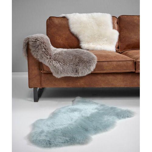Zachte schapenvacht in diverse kleuren. 100% wol voorkant en 100% leder achterkant. 45x85 cm (bxl). #vloer #vloerkleden #kwantum #werelds #woontrend