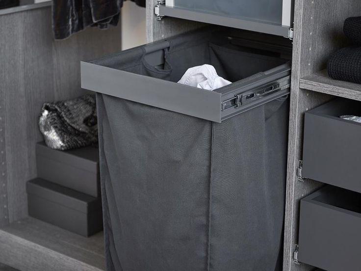 Vit skjutdörrsgarderob med funktionell förvaring | kvik.se