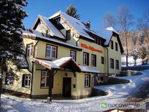 Willa Słonecznik to kameralny obiekt położony w Karpaczu Górnym wśród kwiatów i zieleni nad Budniczą Strugą. Zdjęcia i oferta: http://www.nocowanie.pl/noclegi/karpacz/willa/105707/ #accommodation
