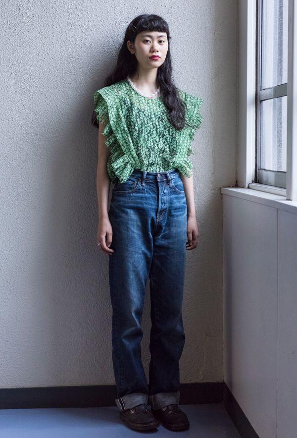 【キャンパス・パパラッチ DAILY】自身のブランド「peau,」のヌメ革バッグとともに、安藤百花さん http://soen.tokyo/paparazzi/daily/daily443/
