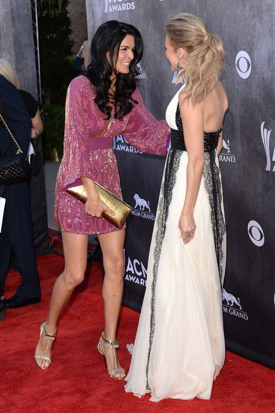 Angie Harmon Photos - Actress Angie Harmon (L) and singer Jewel attend the 49th Annual Academy Of Country Music Awards at the MGM Grand Garden Arena on April 6, 2014 in Las Vegas, Nevada. - Arrivals at the Academy of Country Music Awards — Part 2