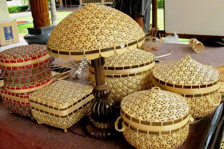 kerajinan ayaman bambu dengan cara membuatnya | bambu