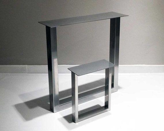 Pieds de table en métal robuste pour toutes surfaces planes que vous avez, tout simplement les vis sur. Idéal pour les industriels, loft design bancs et tables basses. Surface a été traitée avec le manteau de poudre. Extrêmement durable et résistant aux rayures.  * Le prix est pour un ensemble de pattes = quantité 1  Dimensions : 28 W x H 28 Matériel: 3 po x 1,5 po. Tube rectangulaire  Options de couleur de manteau de poudre: Noir mat Blanc brillant Chrome  ** S'il vous PLAÎT NOTER - Ch...