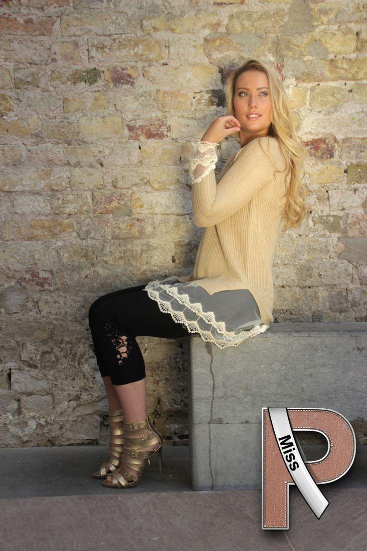 Mooie beige trui met kanten randen van www.Miss-P.nl