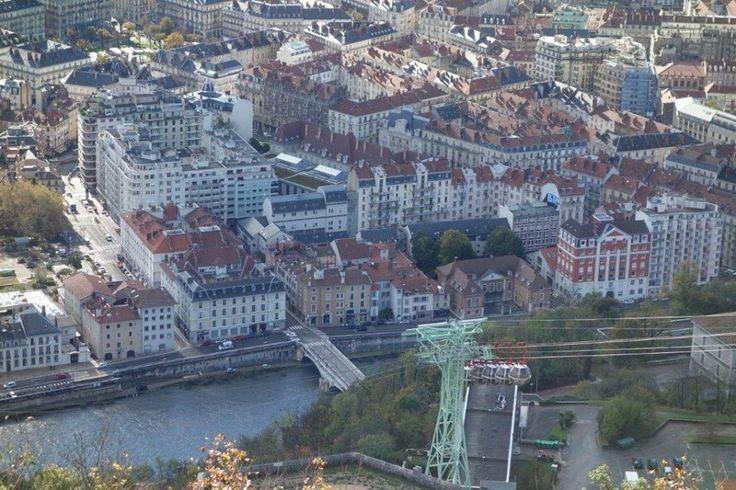 Moucherotte dağı ise şehri görmek için muazzam. Saint-Nizier-du-Moucherotte araba ya da otobüsle ulaşın. Tüm günü dağlarda geçirebilirsiniz... Daha fazla bilgi ve fotoğraf için; http://www.geziyorum.net/grenoble/