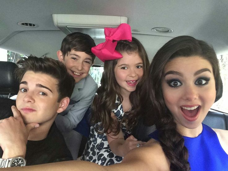 Selfie of brothers and sisters Thundermans    _The Thundermans_
