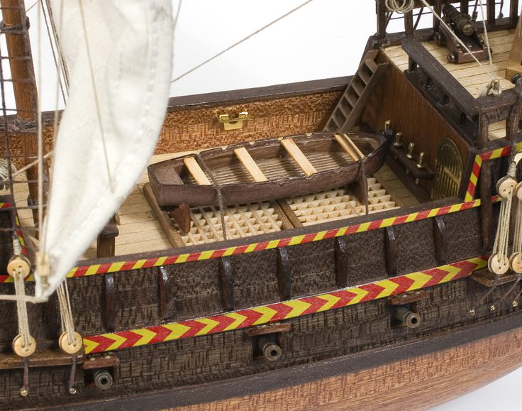 GOLDEN HIND. Scale model in wood. The naval history can be made by your hands.