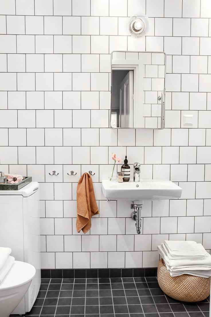 Interior design ideas: simple bathroom with white tiles. Vasastan - Sibirien, Stockholm | Fantastic Frank