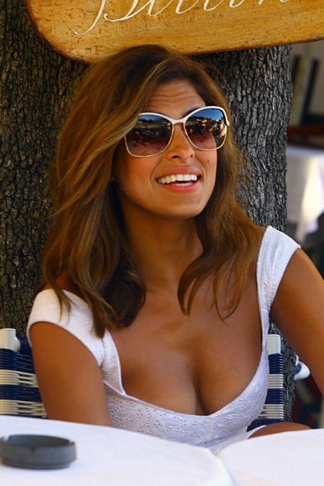 this length may be just about right Eva Mendes in Italy (17 pics)