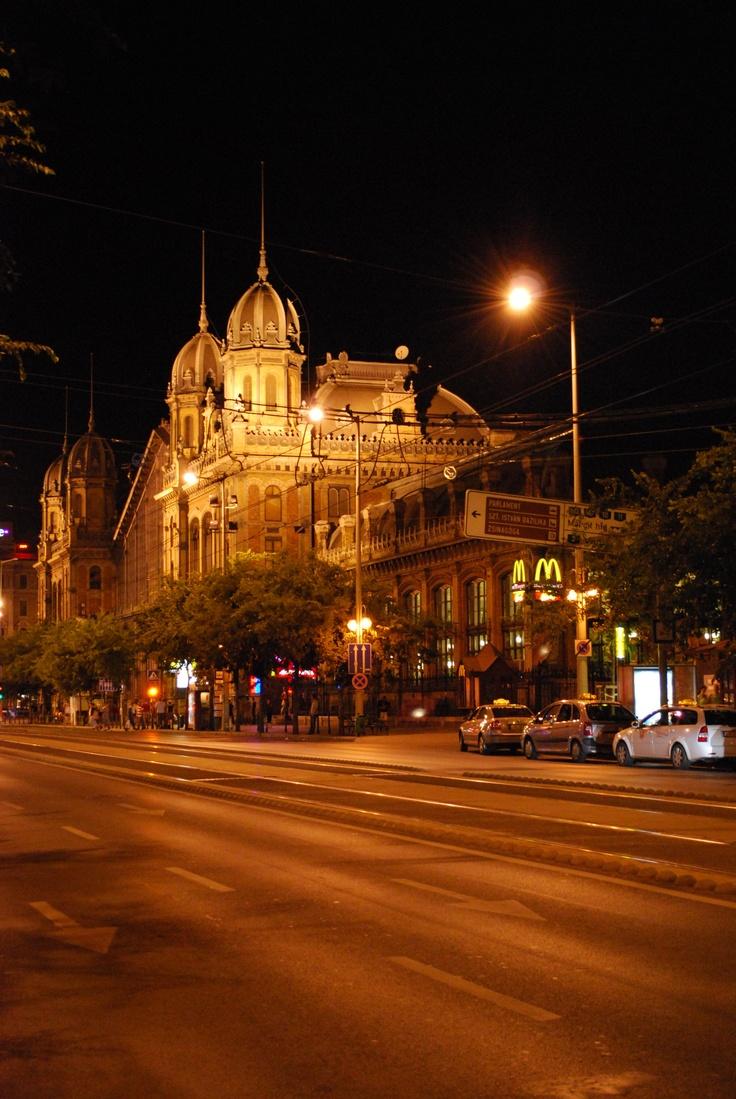 Budapest by night (photo by OrestisTsiamantas)