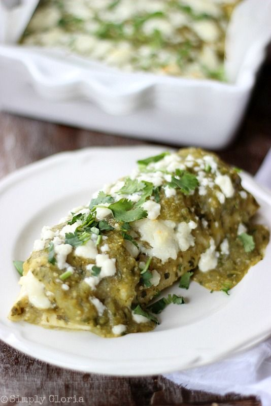 Chili Verde Enchiladas with SimplyGloria.com #chiliverde #enchiladas