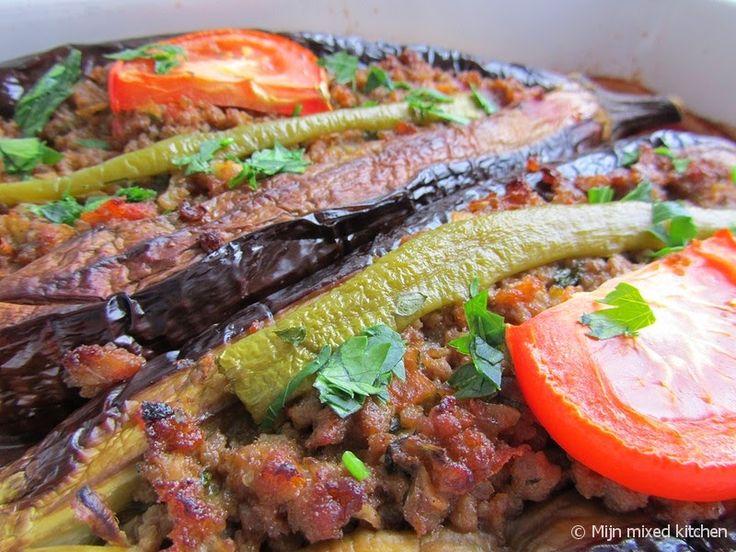 Mijn mixed kitchen: Karnıyarık (Turkse gevulde aubergine met gehakt uit de oven)