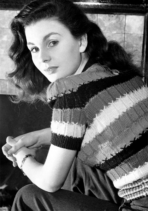 Jean Simmons at her home, 1946