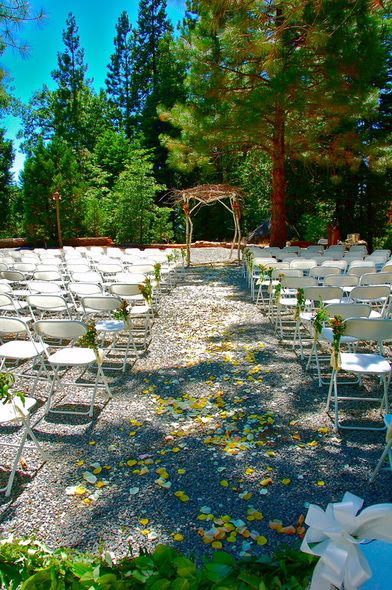 Paradise Springs In Oakhurst Califronia For An Outdoor Wedding Venue