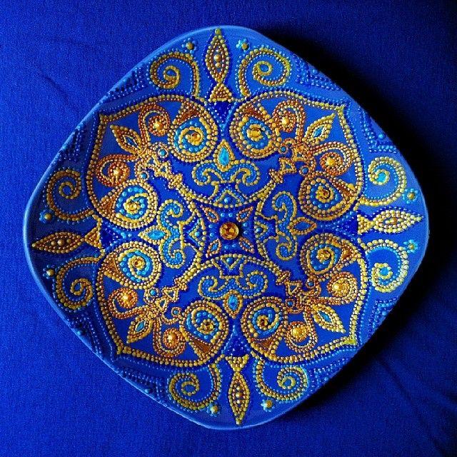 #тарелочка сделанная на одном дыхании #art #handmade #point #pointtopoint #восточнаясказка #подарок #золотые стразы #точечная_роспись  #точечнаяроспись