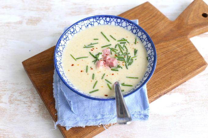 We hebben weer een heerlijke en super simpele soep voor jullie gemaakt, namelijk een witlofsoep. Hij is echt zo lekker! Lees hier hoe wij hem gemaakt hebben. Meer soeprecepten vind je hier.  Recept vo