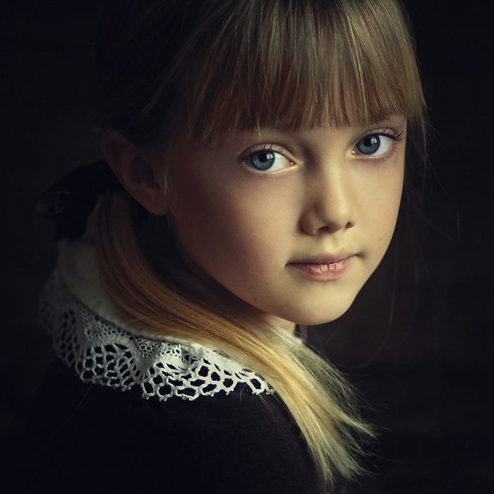Photography, child, portrait, lighting, skin, on black