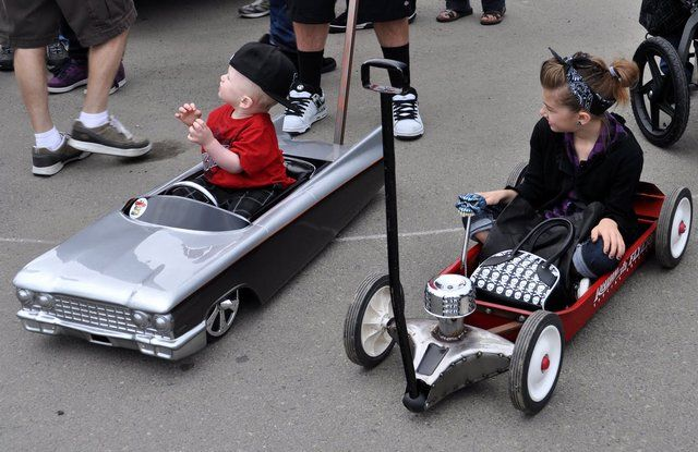 Fancy - Kids low rider pedal cars  or push cars......: Lowrider, Flyers Bick Rods For Kids, Pedal Cars, Low Rider, Rats Rods, Radios Flyers Wagon, Rider Pedal, Hot Rods, Hot Wheels
