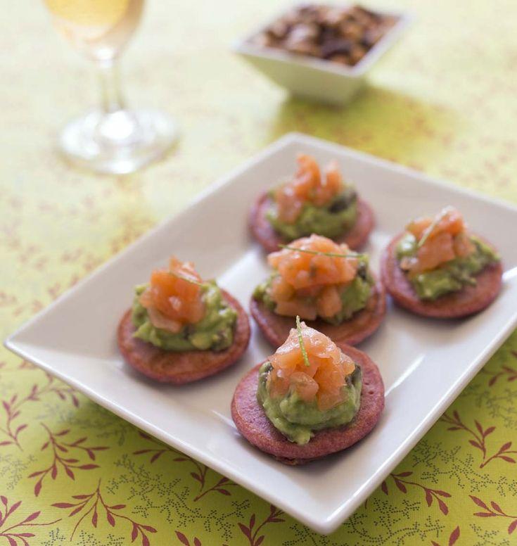 Blinis tout rose à la betterave, guacamole et saumon fumé - les meilleures recettes de cuisine d'Ôdélices