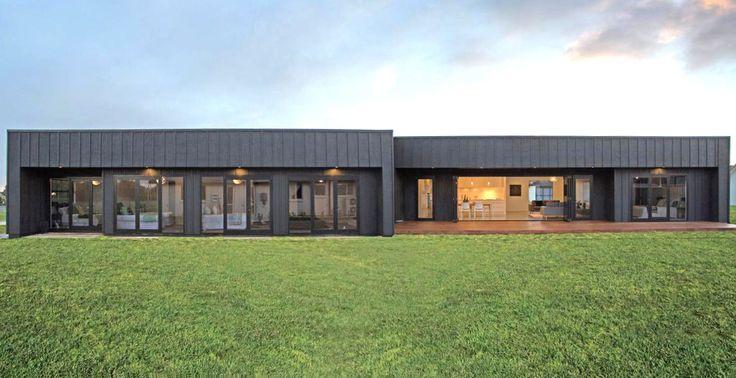 Black on black! Board & batten home at St Kilda