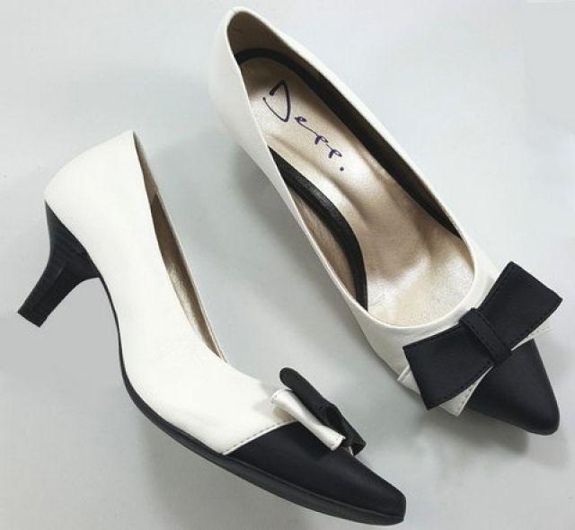 Sapato Scarpin Feminino Bicolor com Laço Branco Com Preto - Ref: 18050701