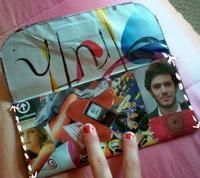 homemade collage handbag! this is a great step by step tutorial. all you need is a paper protector, some magazine clippings magnets and creativity and you are ready to go!