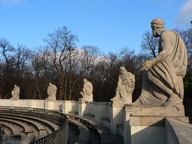 The Roman-inspired Amphitheater was built on the bank of the Łazienki lake, separated by a narrow strait from its stage. The amphitheater was built in 1790-93 by Jan Chrystian Kamsetzer.[4] Its attic is embellished with sixteen statues representing famous poets of antiquity.