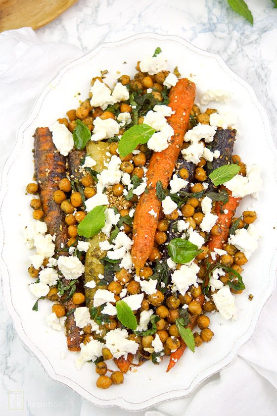 Geröstete Karotten (Möhren alte Sorten) und Kichererbsen mit Za'atar-Gewürz und Feta