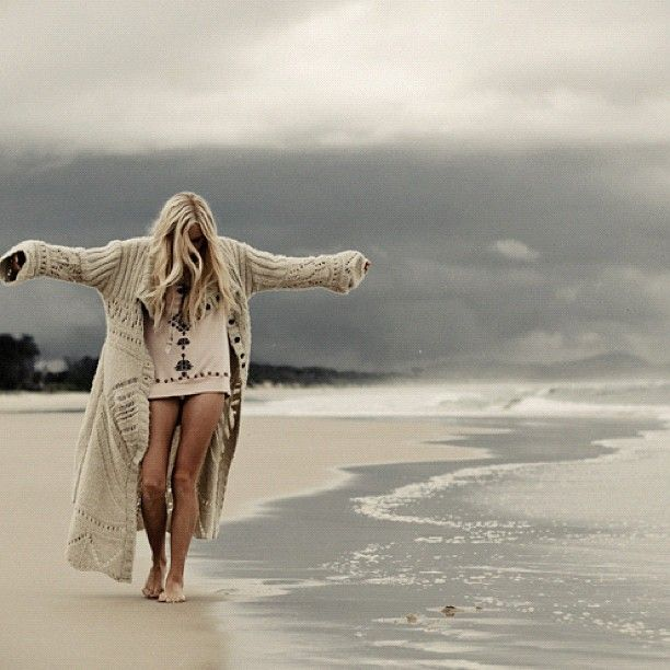 beach walker: Sandy Beaches, At The Beaches, Sweaters, Quote, Alone Time, Beaches Walks, Byron Bays, Beauty, Beaches Girls