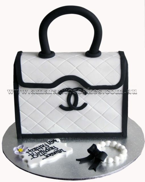 Chanel black and white handbag cakes