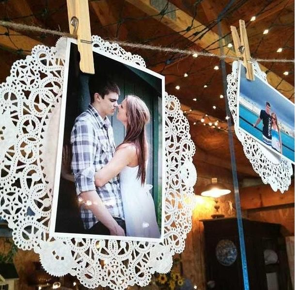Love this idea! Paper doilies give a little rustic touch to photo displaying!