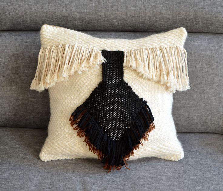 Coussin ethnique beige et noir tissé main dos toile de jute : Textiles et tapis par deco-nomade