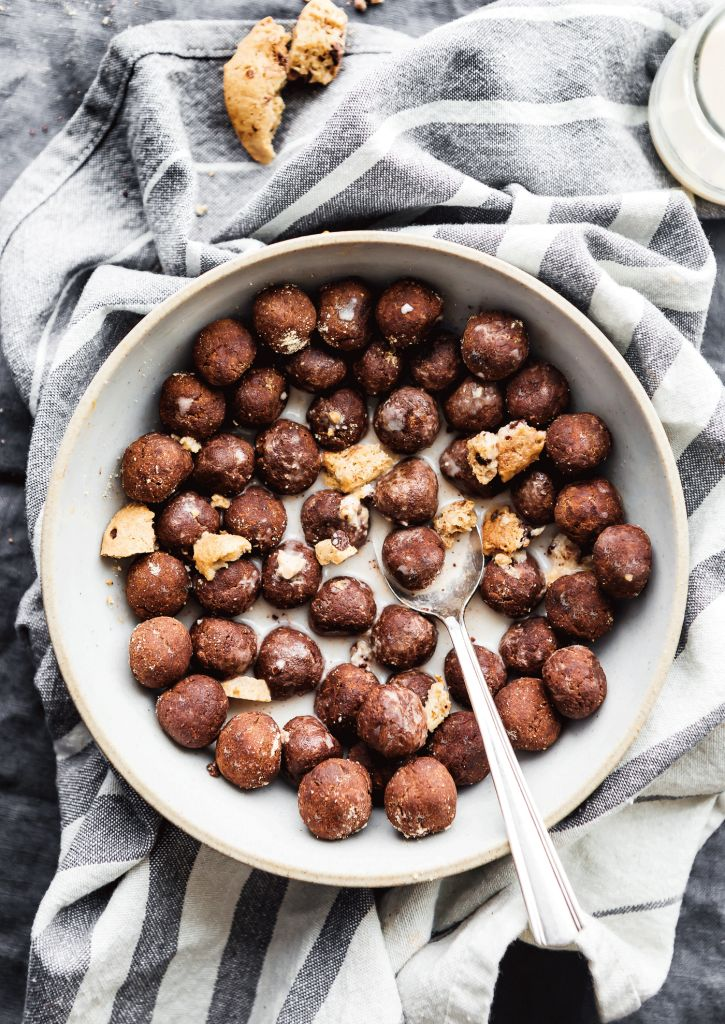 Cookie Crunch Cocoa Puffs Homemade Cereal made easy with 5 Ingredients! Gluten Free homemade cereal made right in your kitchen. Get the recipe here! Gourmet Recipes, Real Food Recipes, Yummy Food, Tasty, Thm Recipes, Free Recipes, Best Breakfast, Breakfast Recipes, Breakfast Cereal